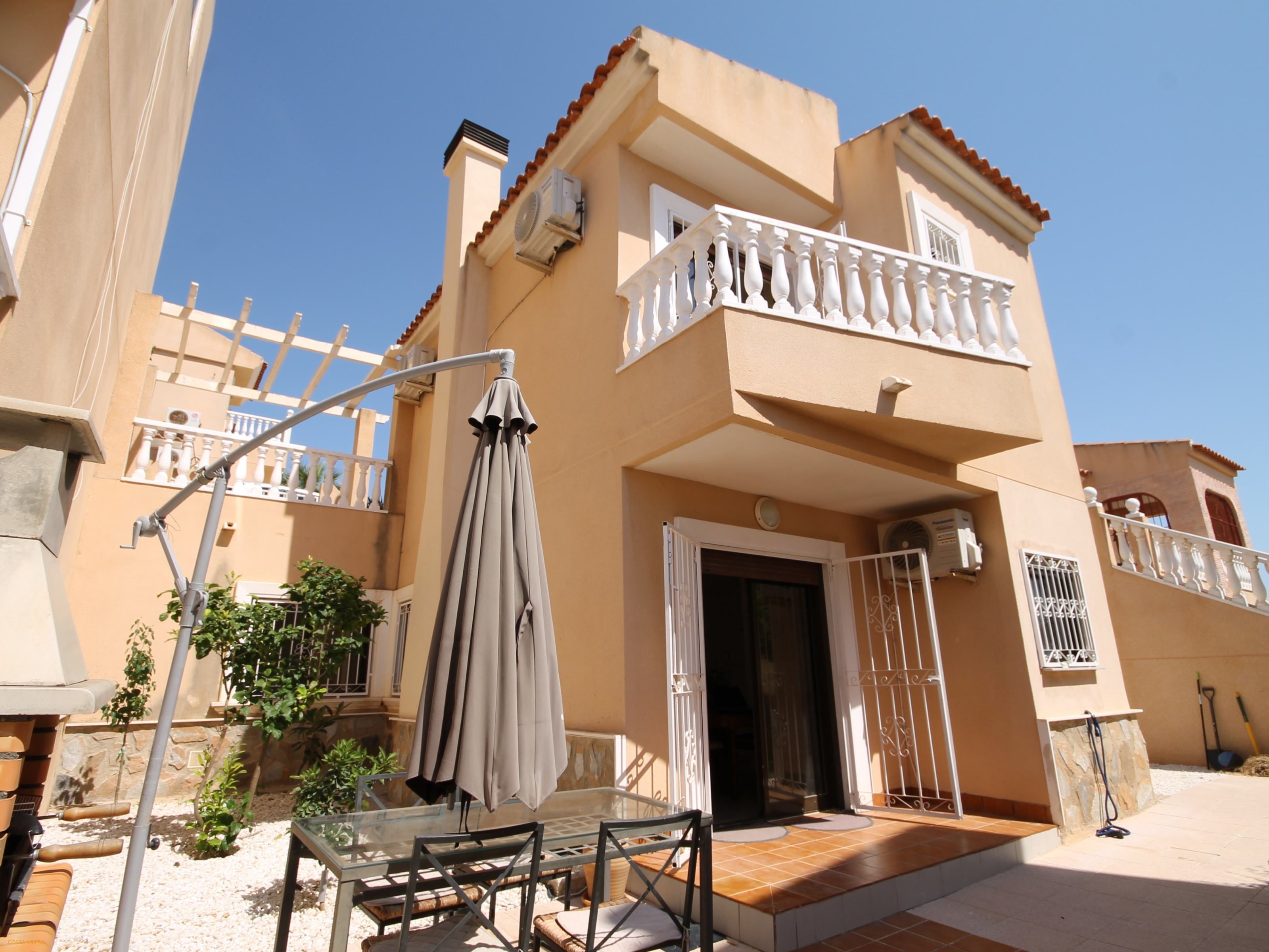Deceptive 3 bed detached villa with communal pool