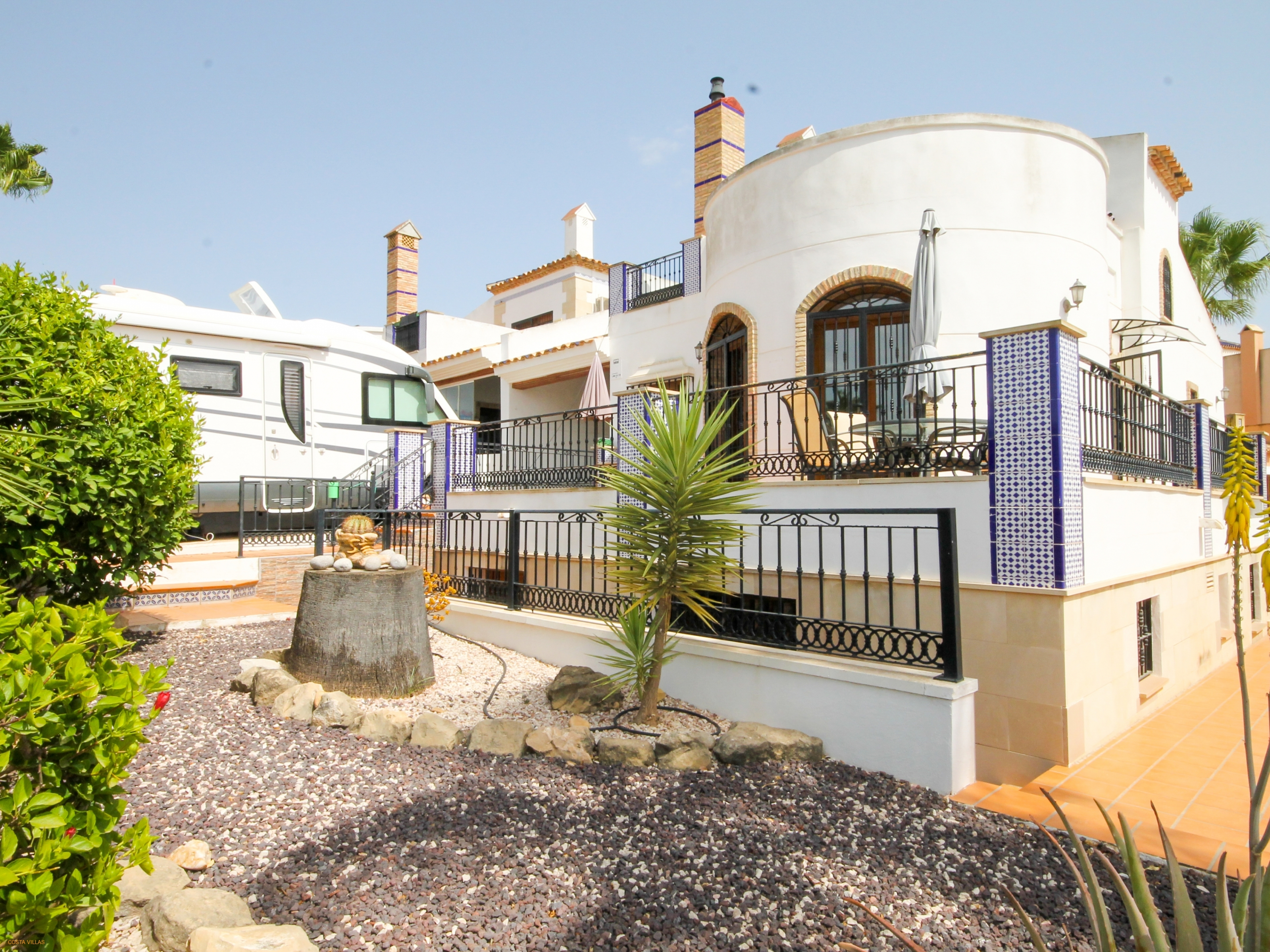 Detached villa on large plot within popular golf complex