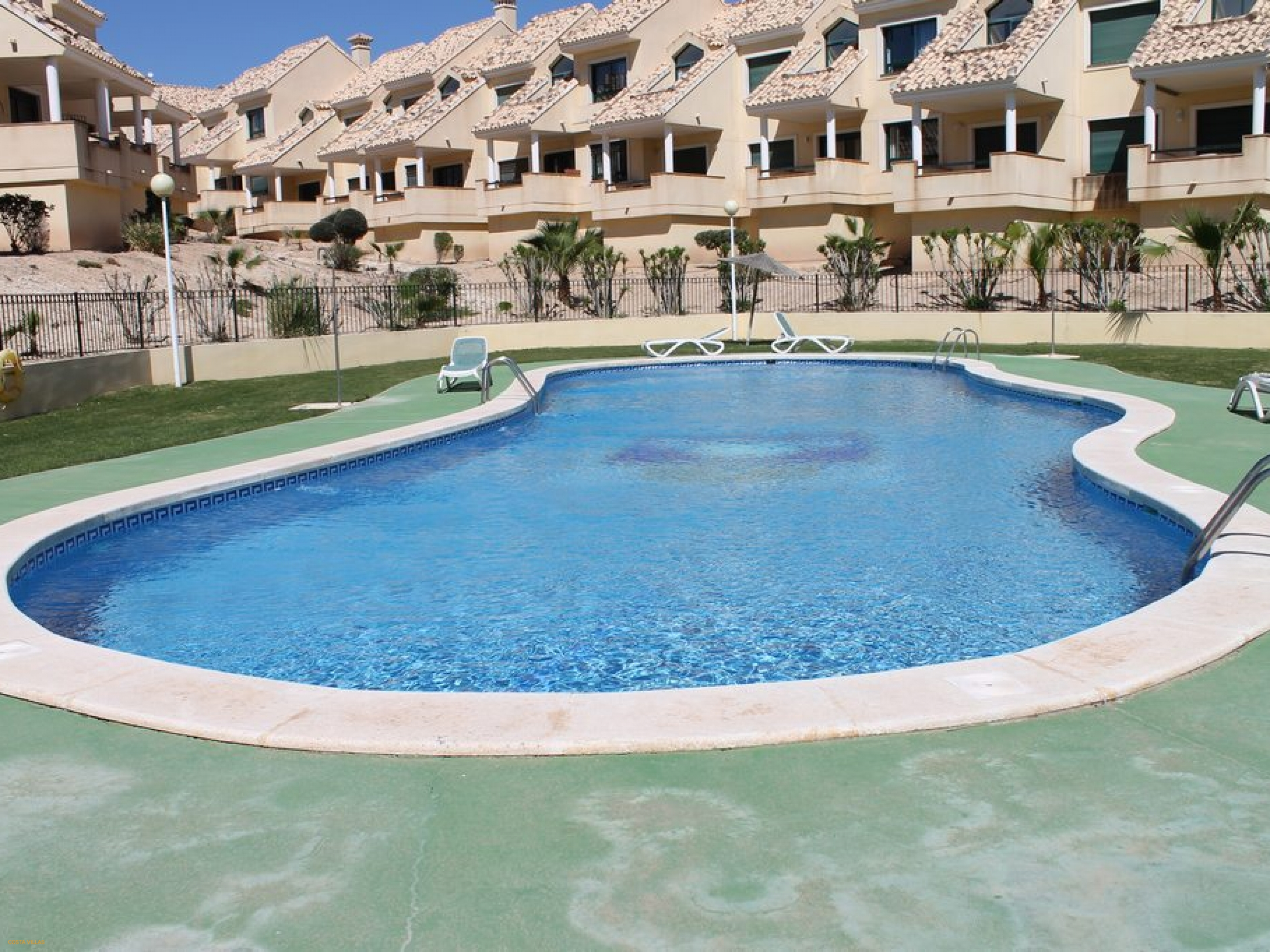 Fantastic 2 bed apartment within golf complex