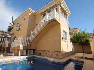 Large 4 bed 3 bathroom villa with pool