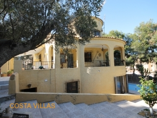 Spacious 5 bed villa on large plot