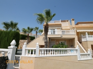Fantastic 3 bedroom corner house with stunning gardens and pool